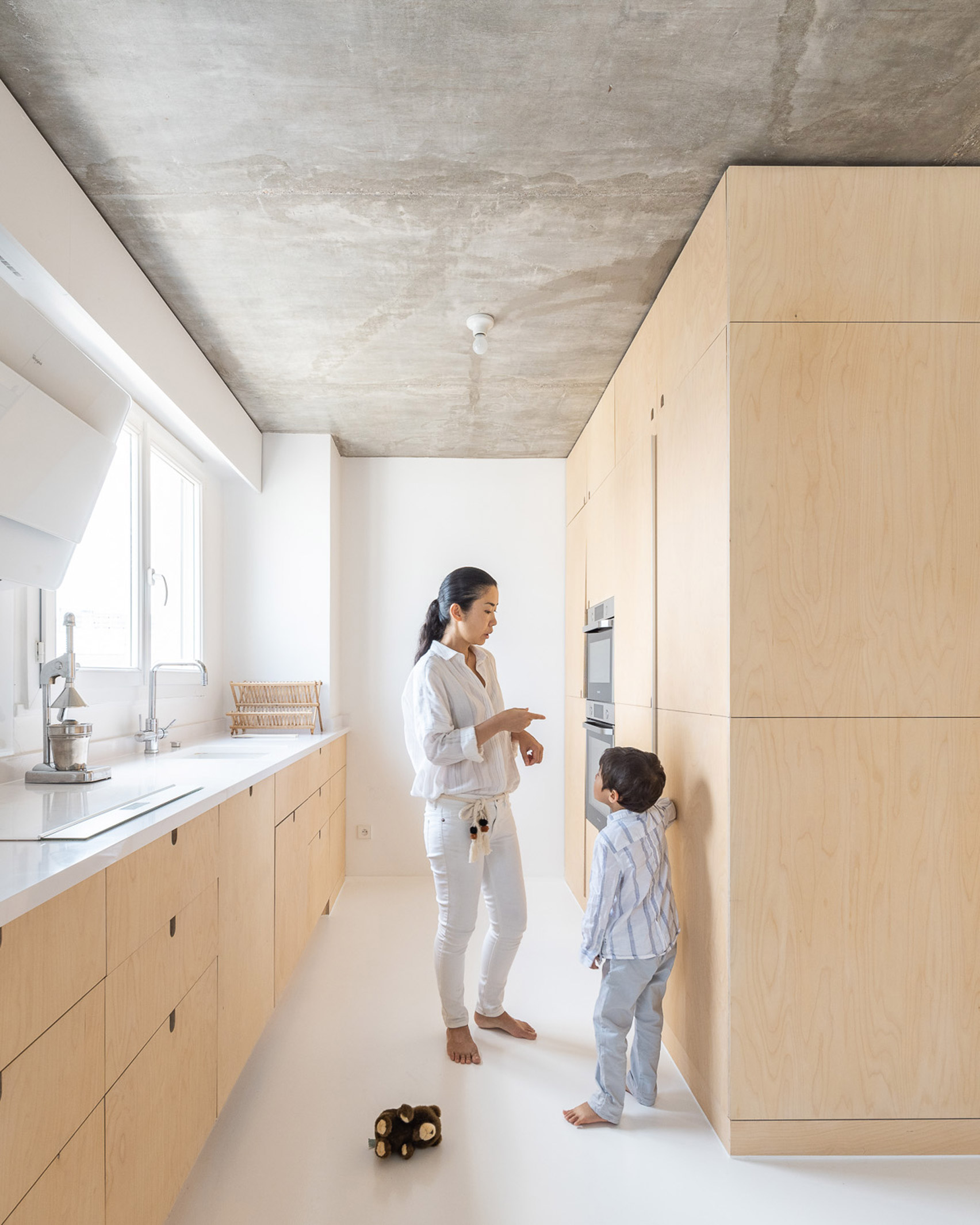Wood covers the cabinetry at Sacha apartment by SABO project