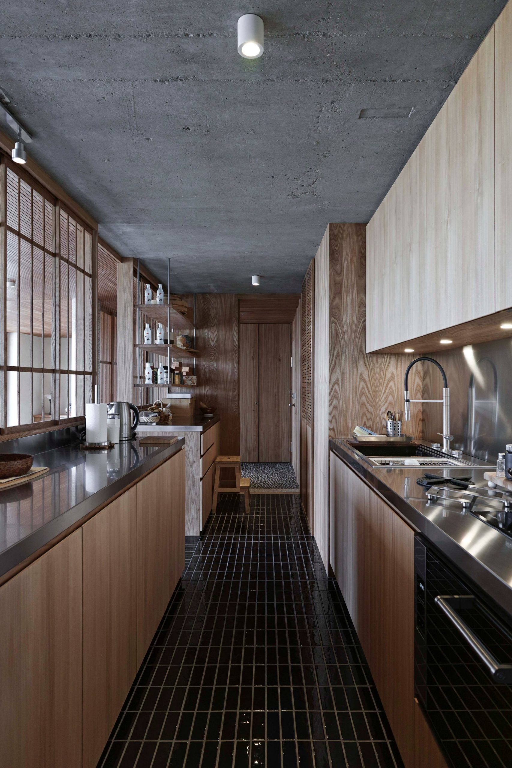 Barbican flat by Takero Shimazaki Architects