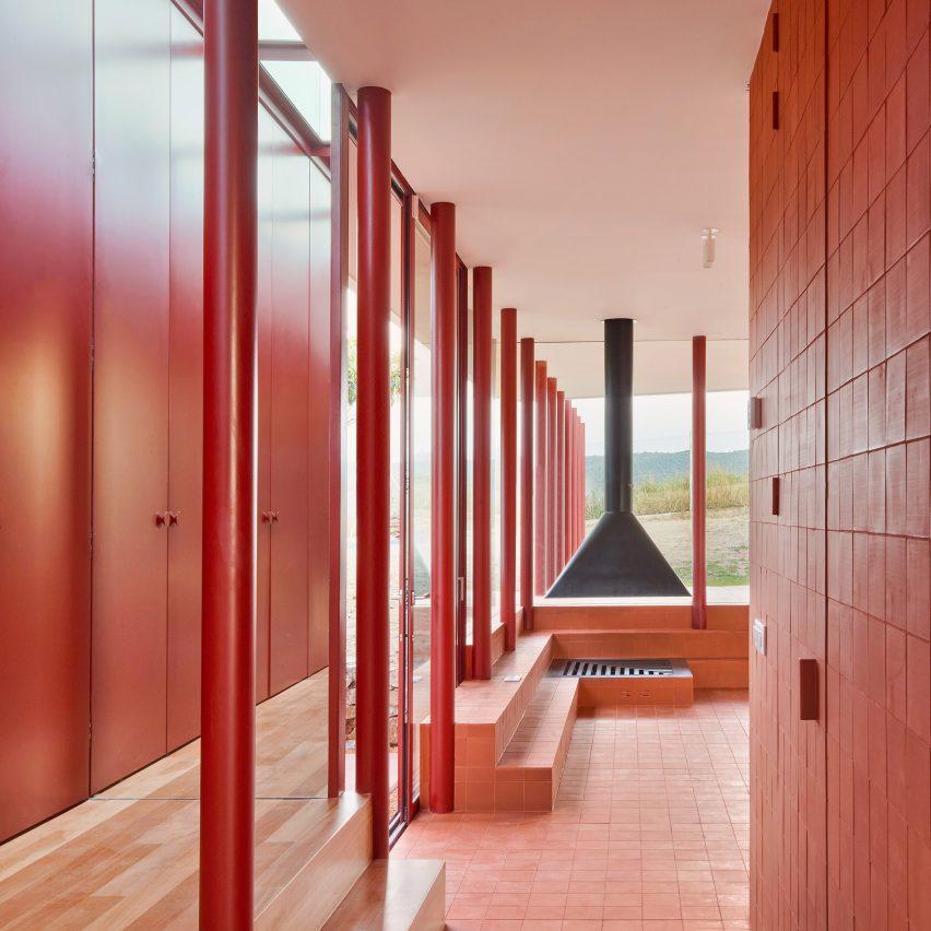 Red living room in House in Sant Antoni de Vilamajor by Arquitectura-G