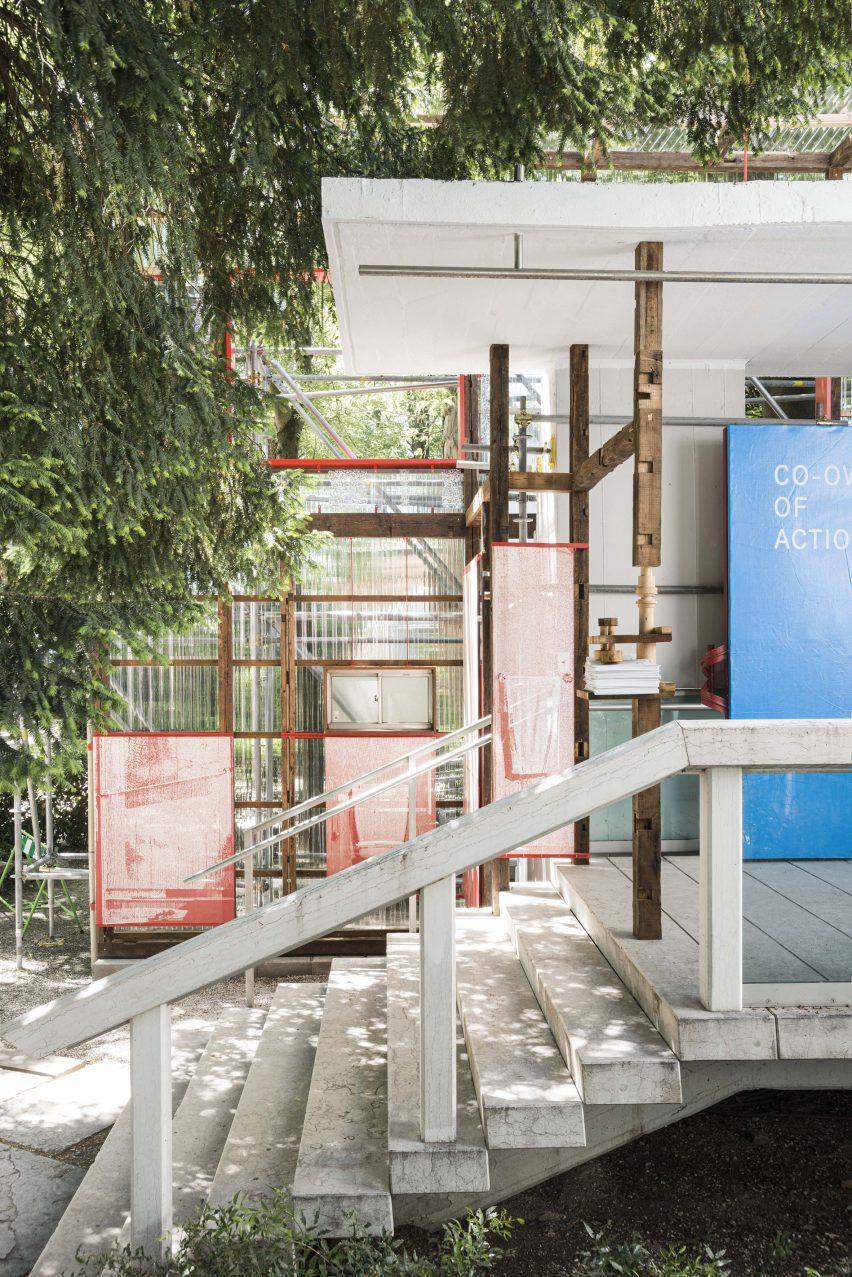 Pintu masuk ke Paviliun Jepang di Venice Architecture Biennale