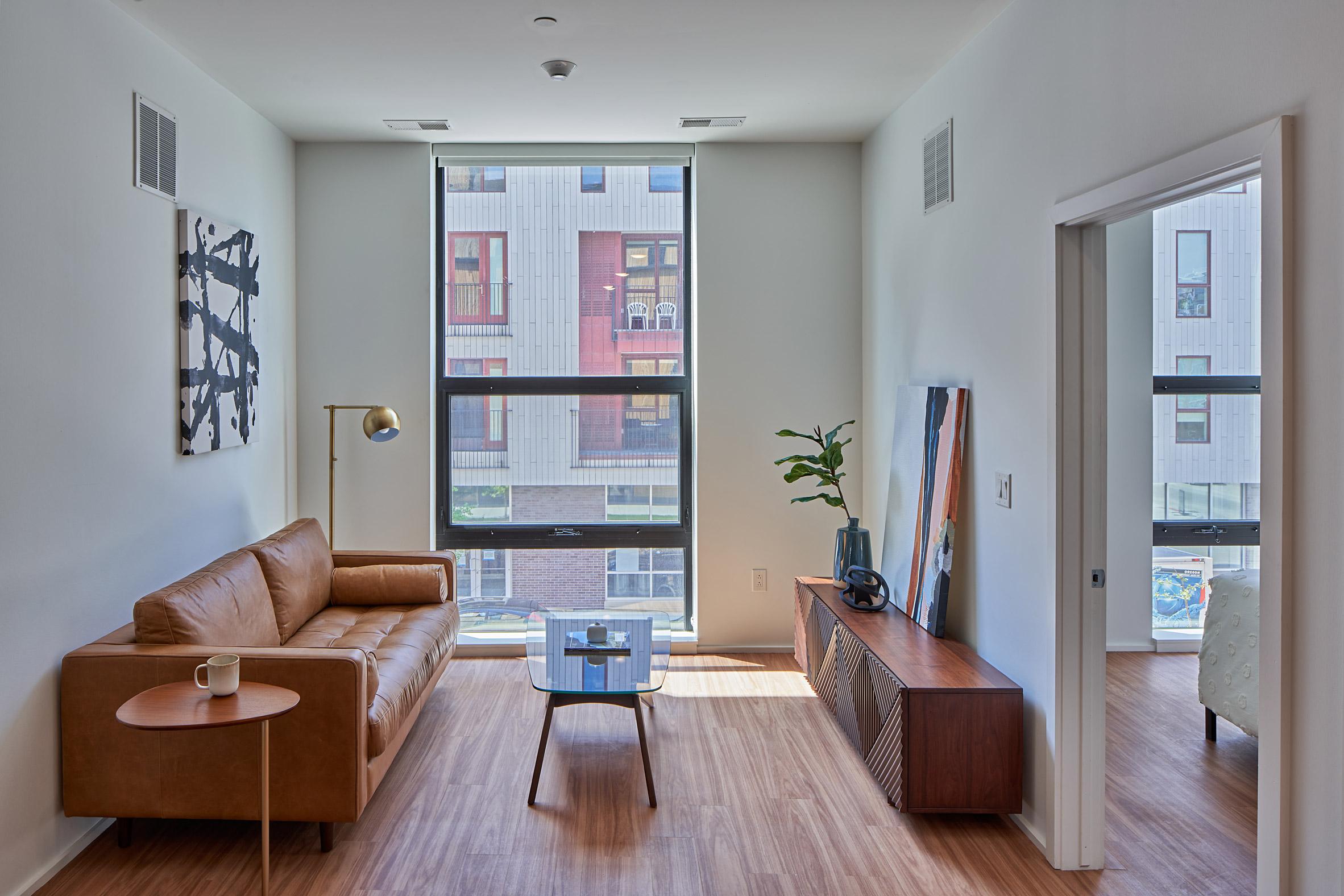 John R 2660 has floor-to-ceiling windows in its rooms