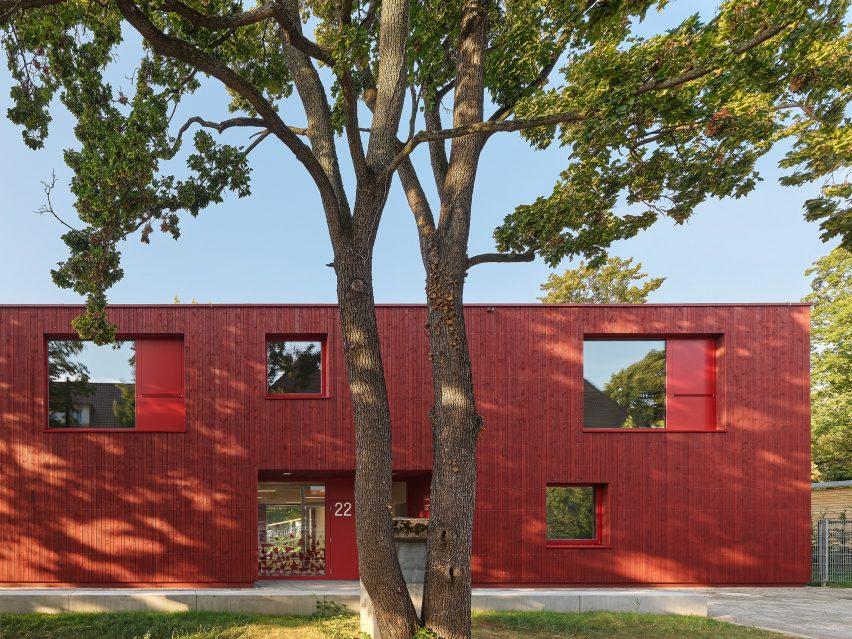 KiTa Parkstrasse by Birk Heilmeyer und Frenzel Architekten has a wood cladded exterior