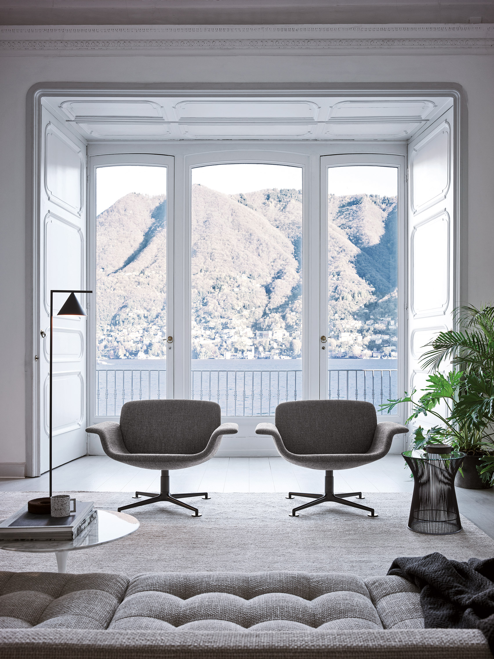 A pair of KN01 chairs