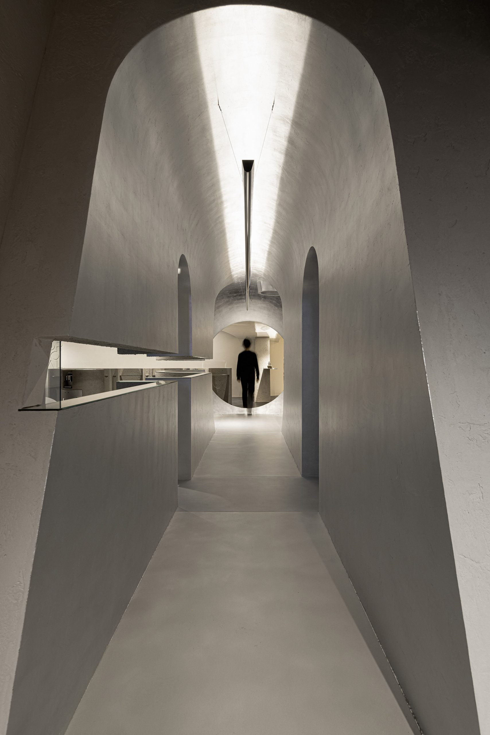 Tunnel in Lilawlab-designed store