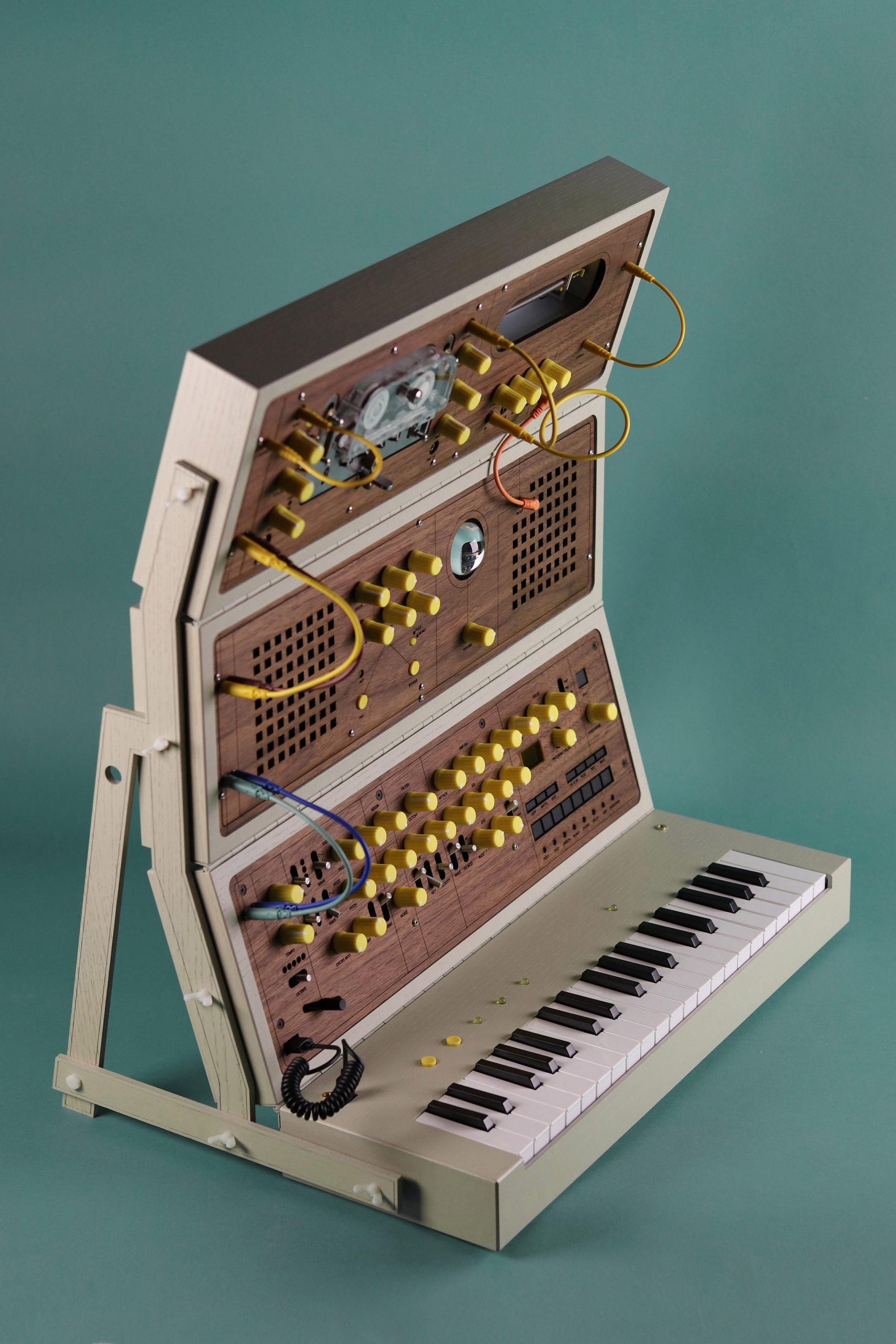Modular synthesiser in retro wooden case