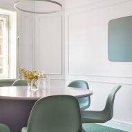 Meeting room with Verner Panton chairs