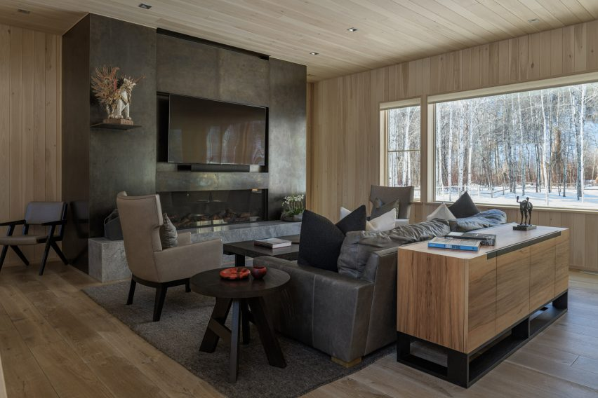 Mark de Reus used a combination of light and dark tones in the house