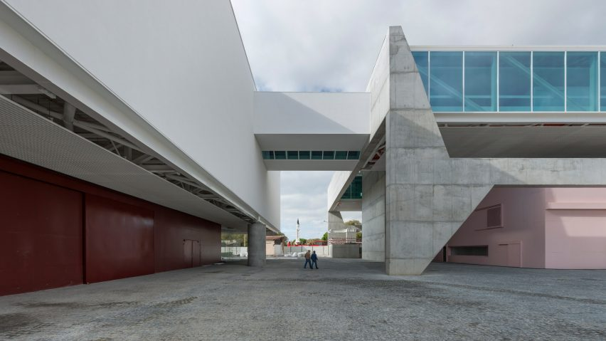 Some projects by Paulo Mendes da Rocha were designed outside of Brazil