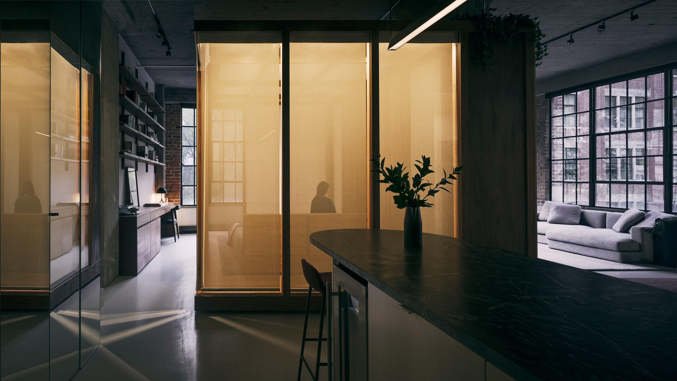 Rue de la Gauchetière's bedrooms have privacy screens