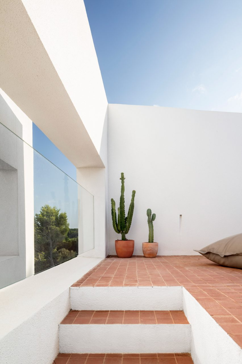 Walls at Curved House were painted white