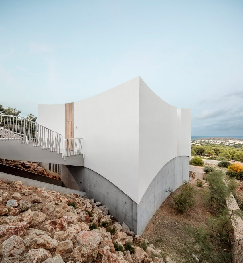 Curved House was built on a sloping hill