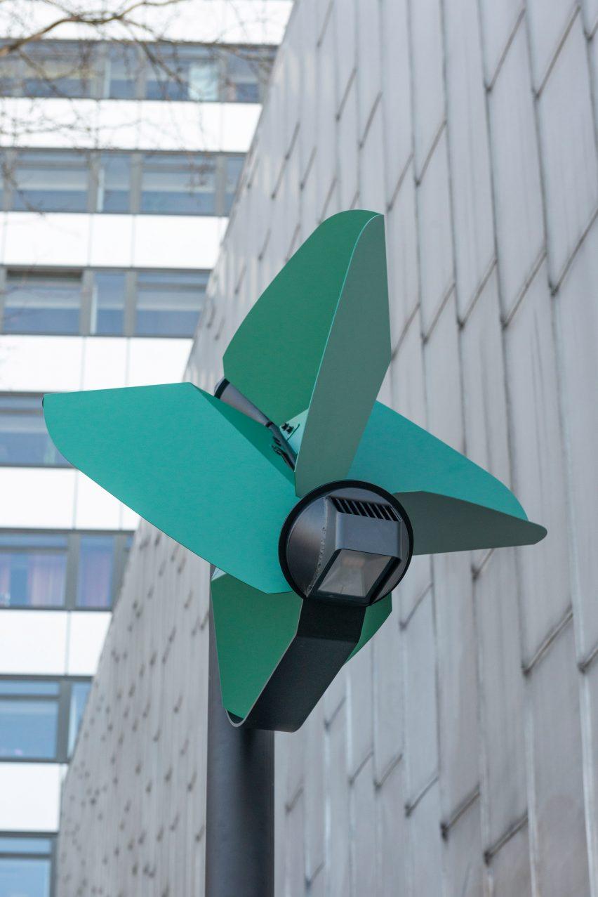 Pinwheel-shaped turbine of wind-powered street light by Tobias Trübenbacher