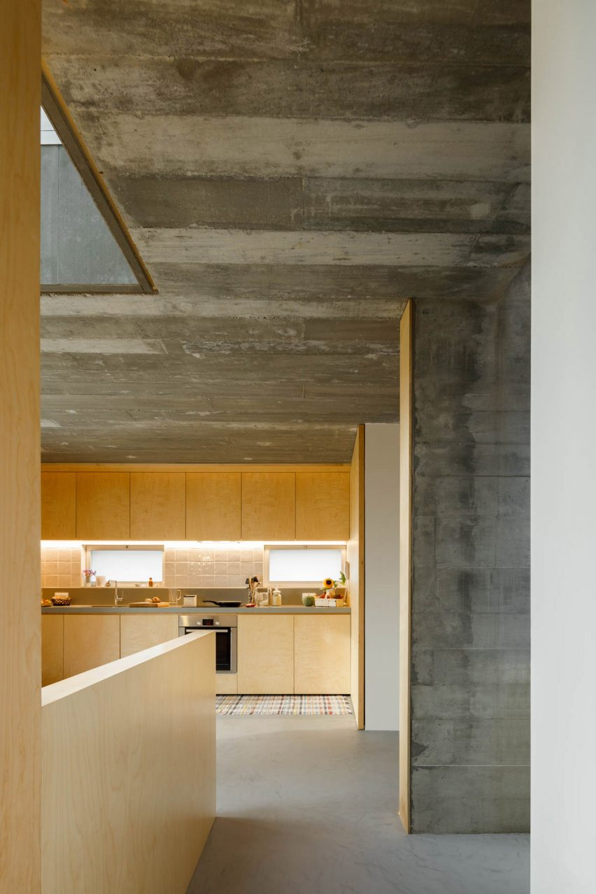 Concrete and light wood are combined in the kitchen