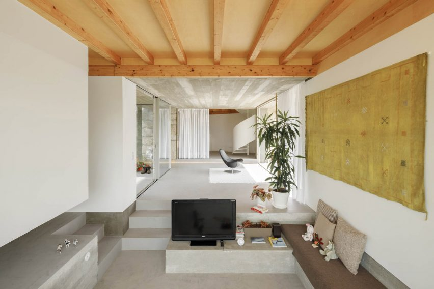 Light wood lines the ceiling of the living areas at Casa Rio