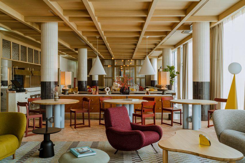 Lobby and open restaurant area of Puro Hotel Stare Miasto Kraków