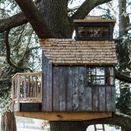 Treehouse set on two cantilevered beams