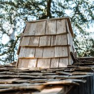Roof shingles made of rough cleft wood