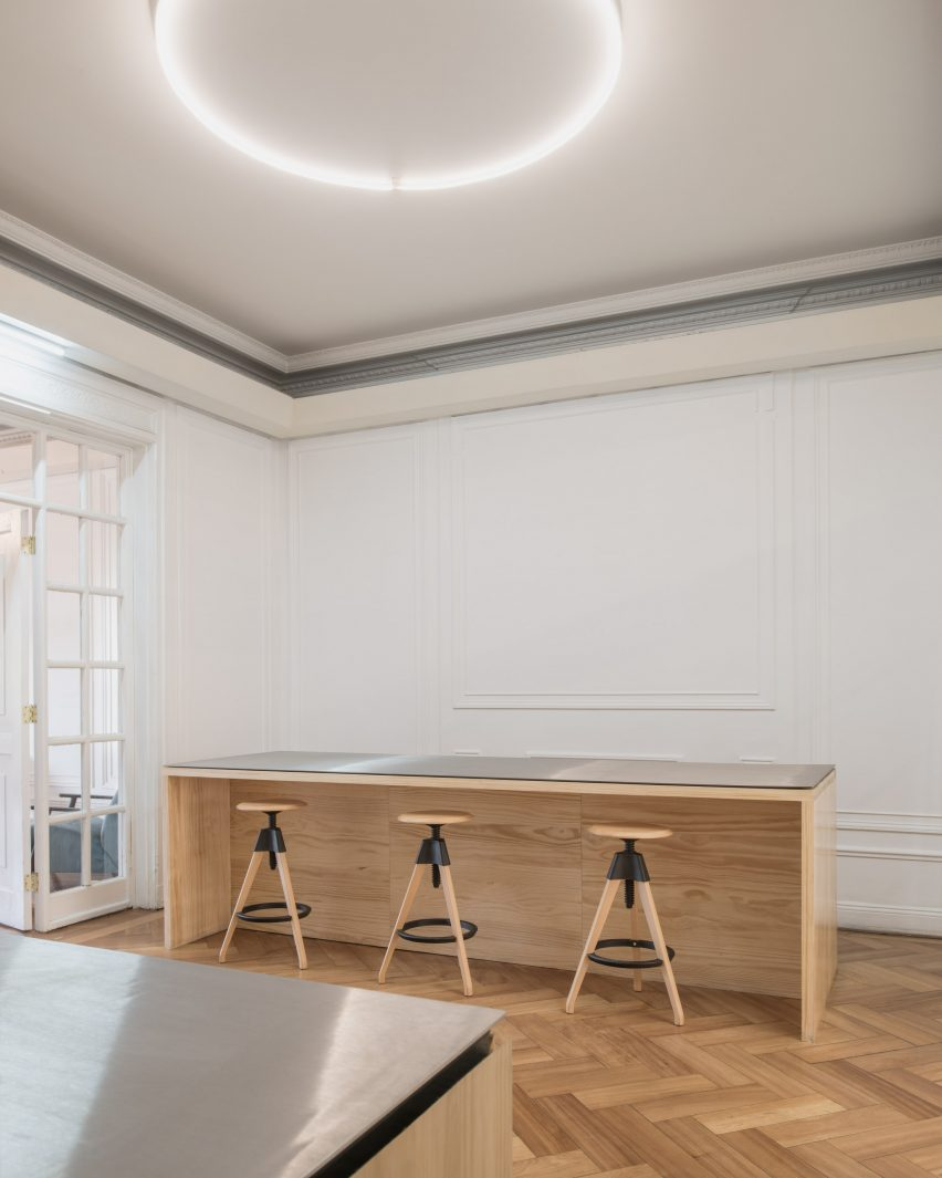 Studio Cáceres Lazo designed simple workstations in Fintual's office
