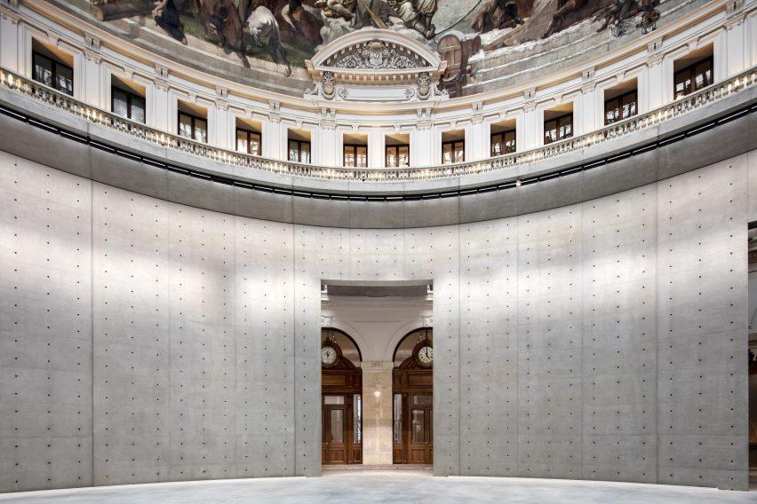 Large archways lead through the Bourse de Commerce