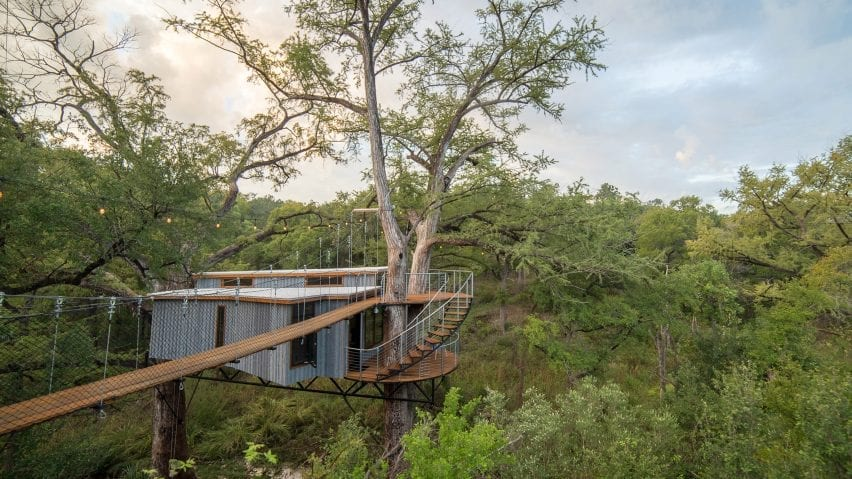 A treehouse dwelling in Texas