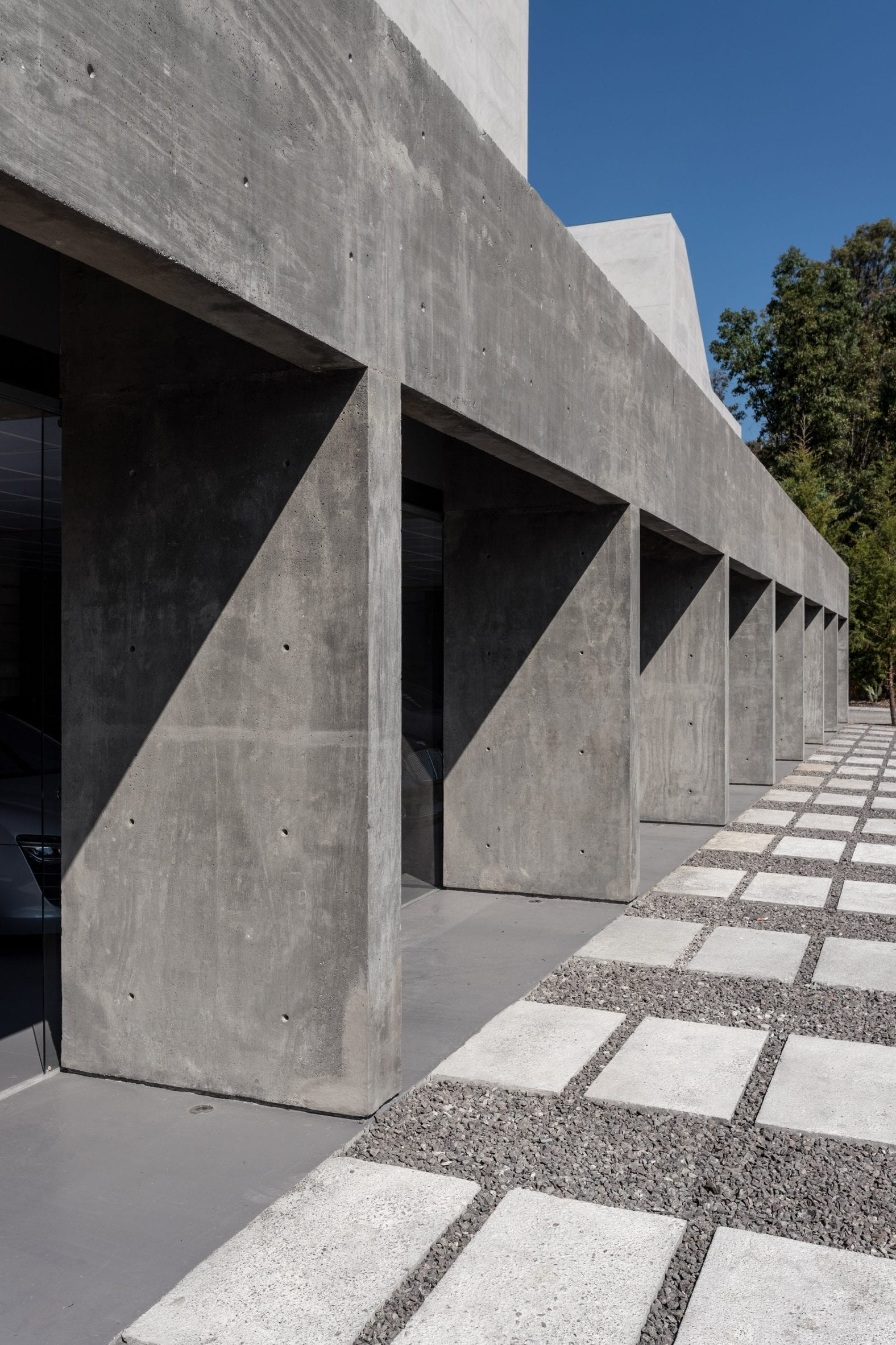 Concrete garage bays by Morari Arquitectura