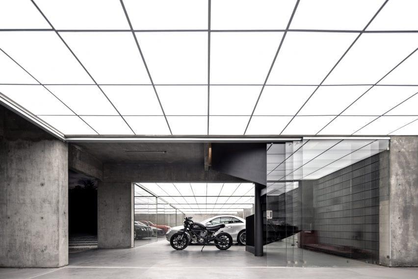 LED ceiling inside garage Pabellón RH