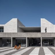 Morari Arquitectura designs pavilion for car collection at Mexican home