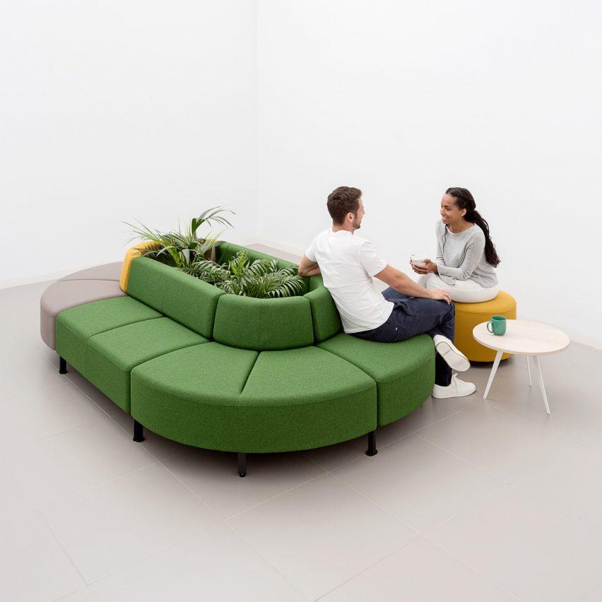 Sofa berbentuk oval dengan penanam pusat oleh Actiu