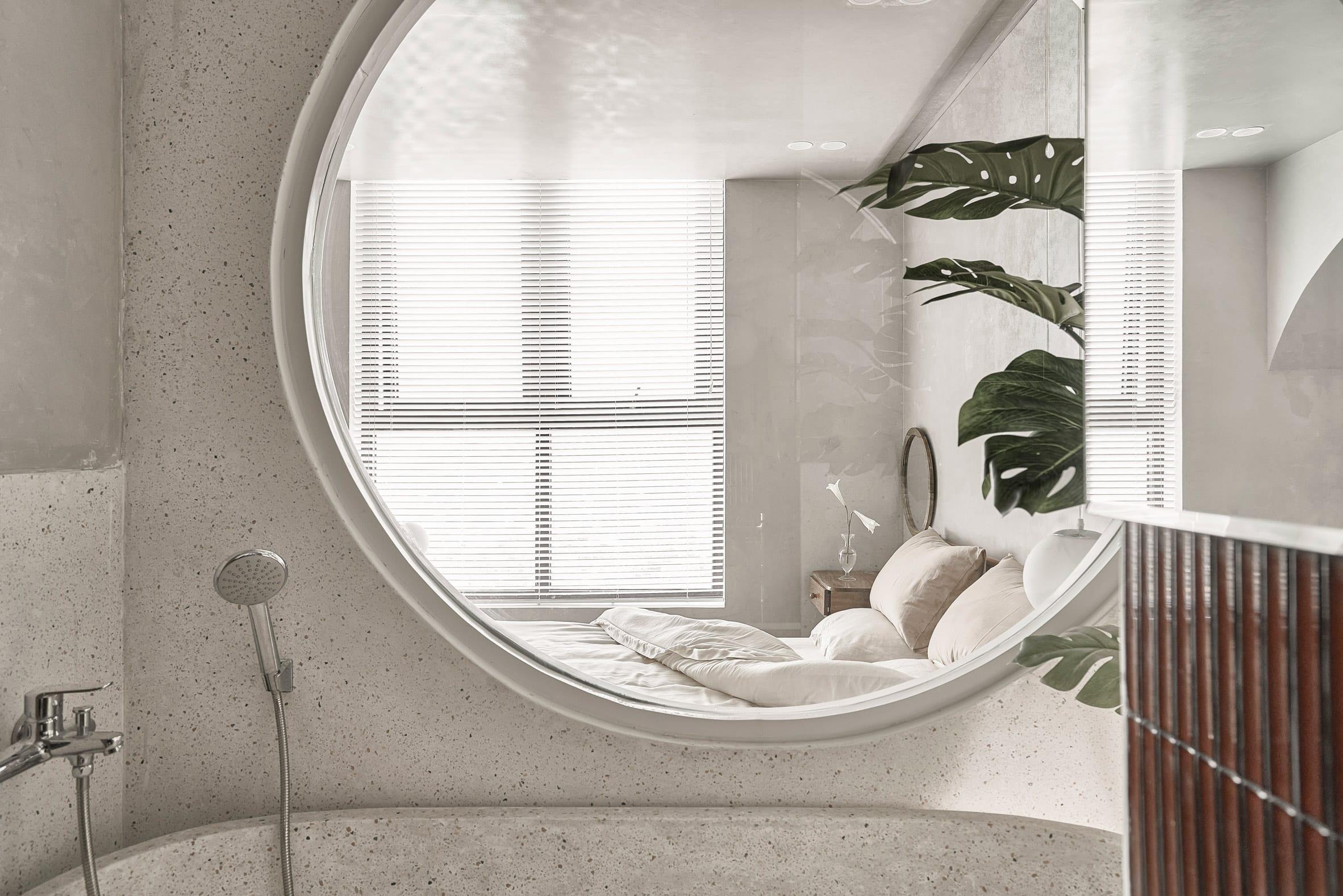A terrazzo bathtub was placed in the en-suite