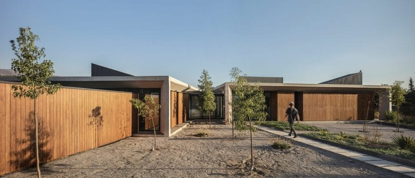 Entrance path to concrete house in Chile by Duque Motta & AA