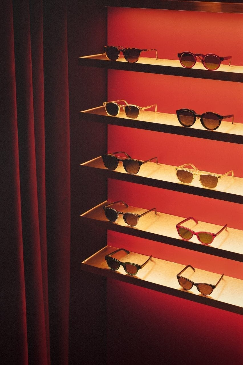 Acrylic screen with red velvet curtains in the Child Studio eyewear store