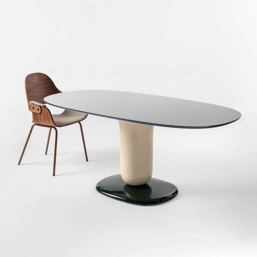 Meja makan The Explorer oleh Jaime Hayon