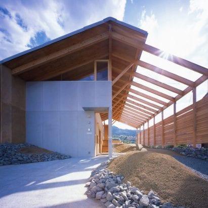 Half Barn house in Japan