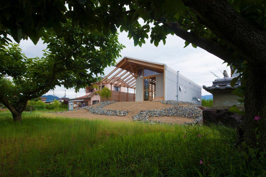 Exterior of Half Barn in Hashimoto passive house