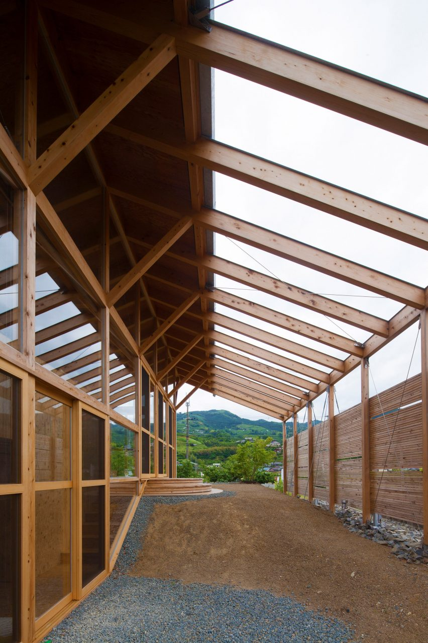 Half Barn in Hashimoto timber frame with wall of glazing