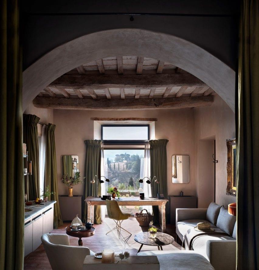 hotel castello di reschio 1 dezeen 1704 col 5