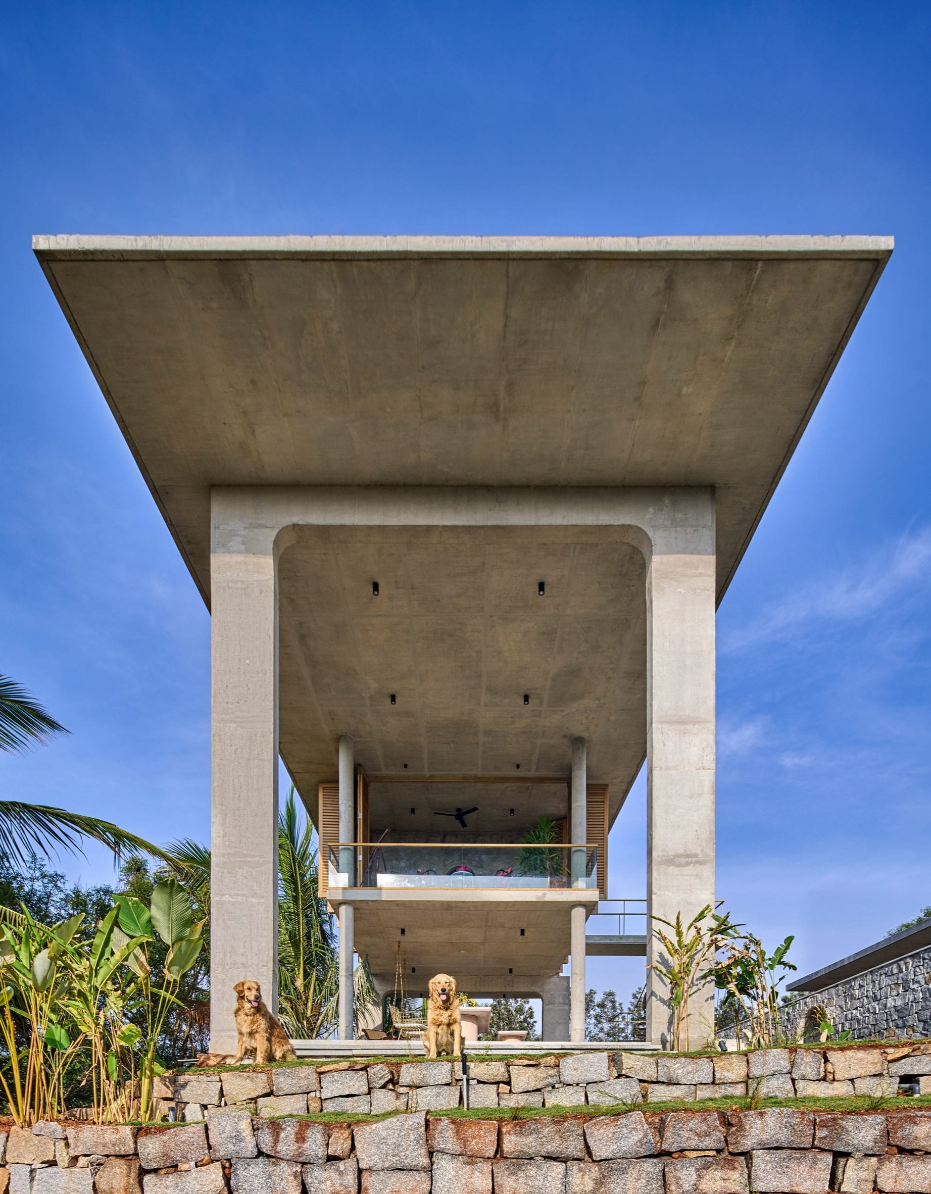 Overhanging roof of Ksaraah house in Bangalore by Taliesyn