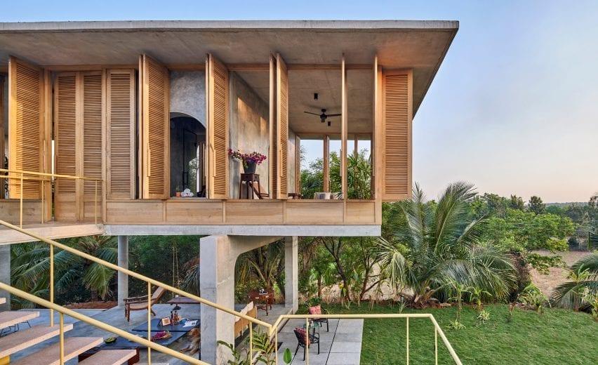 Oak shutters of Ksaraah house in Bangalore by Taliesyn