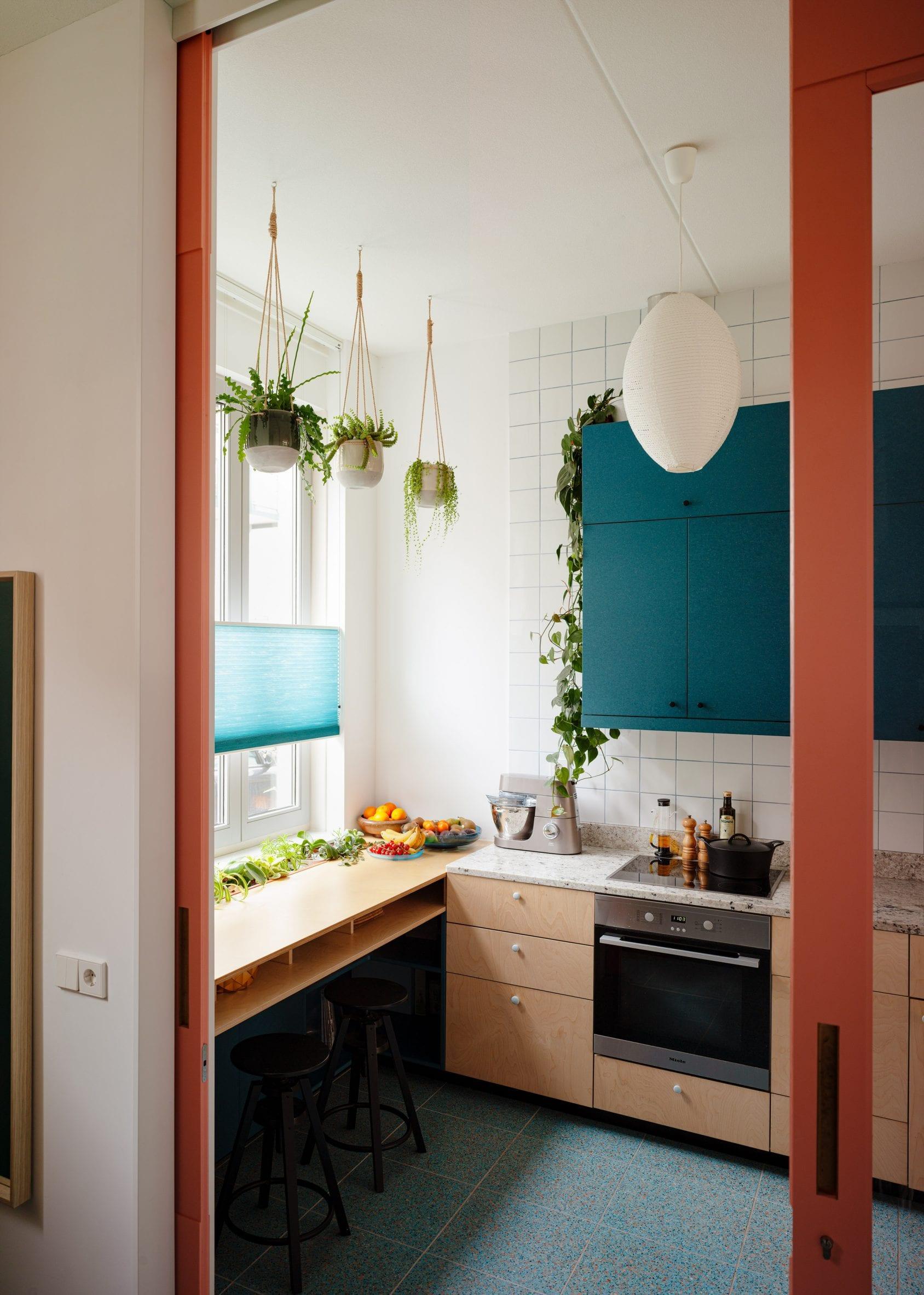L-shaped kitchen by Lagado Architects