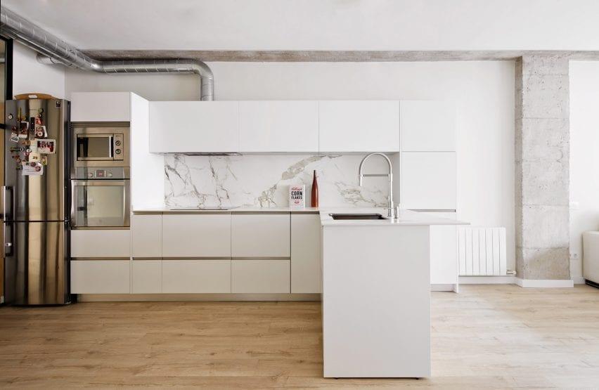 Cocina en forma de L de Ross Architectura