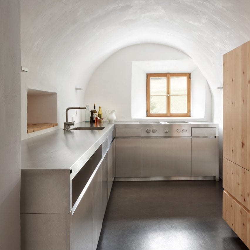 L-shaped kitchen beneath a rounded ceiling