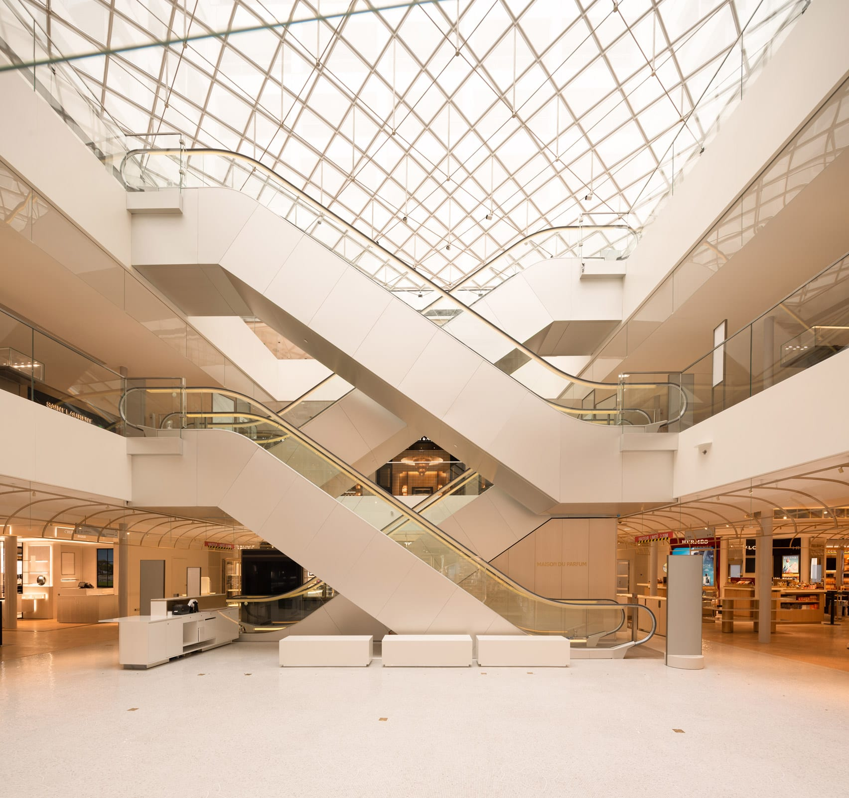 la-samaritaine-sanaa-architecture-renovations-paris-france_dezeen_1704_col_18.jpg