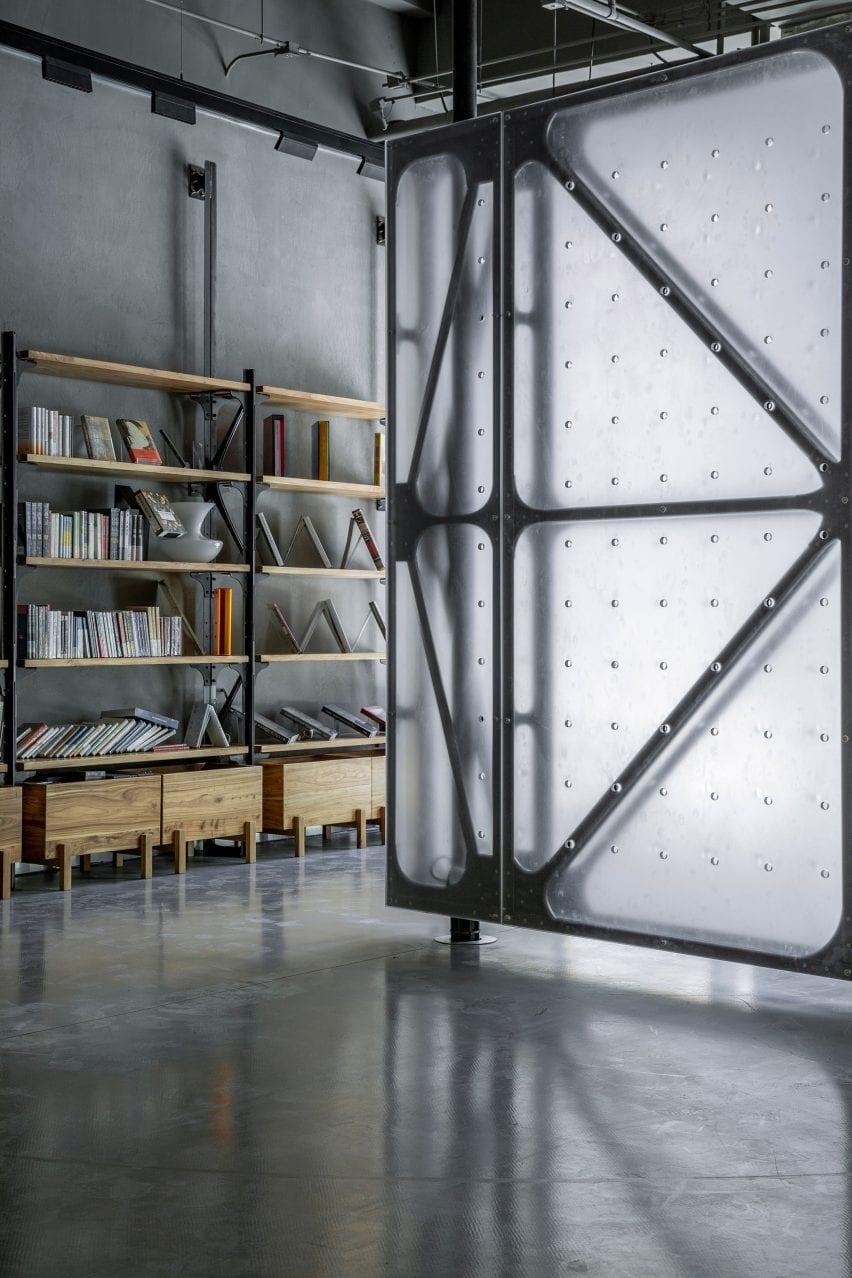 Translucent rotating wall next to bookshelf in Mumokuteki Concept Bookstore