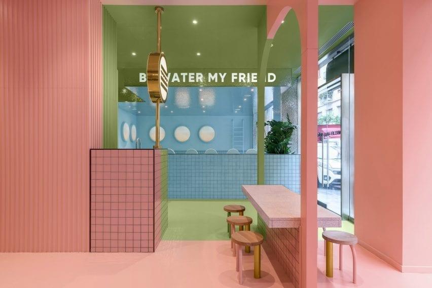 Masquespacio diseñó los interiores en colores block