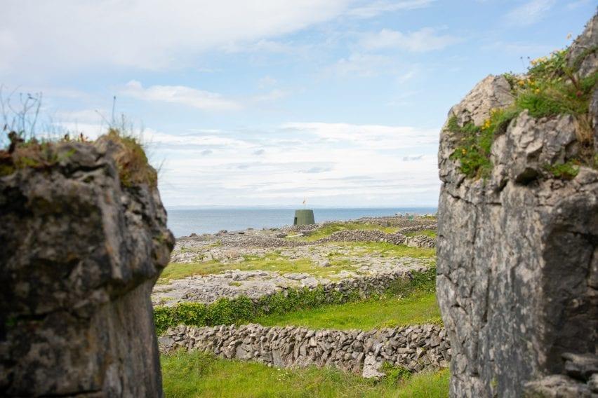 Hut on Inis Oírr island