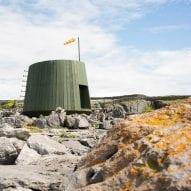 Jordan Ralph perches off-grid artist's retreat on the coast of Inis Oírr island