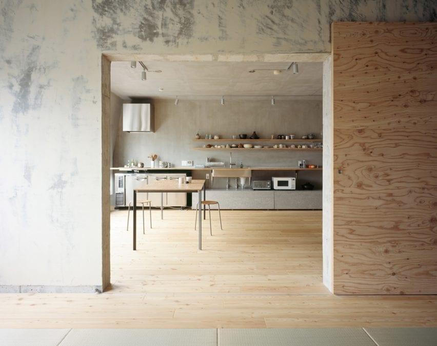 یک آشپزخانه یک جداره توسط معماران Naruse Inokuma