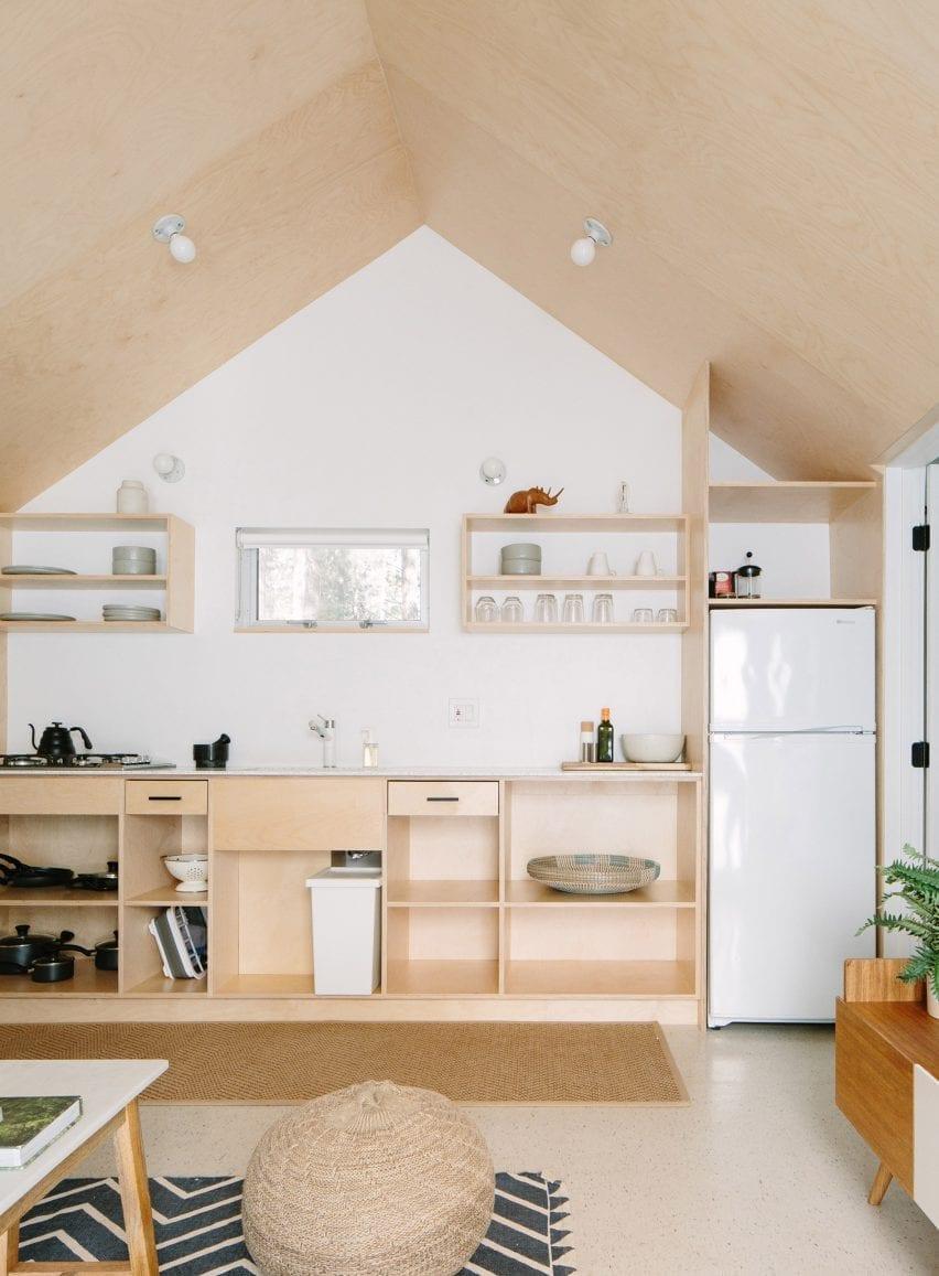 تخته سه لا آشپزخانه یک جداره توسط Sheet / RockLA