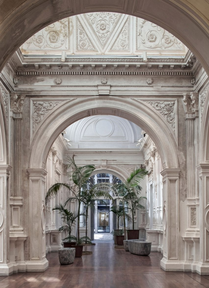 Abandoned mansion in Santiago restored and turned into government offices