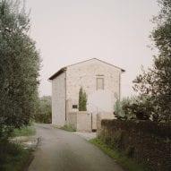 Presicci + Pantanella D'Ettorre Architetti creates minimalist Tuscan farmhouse